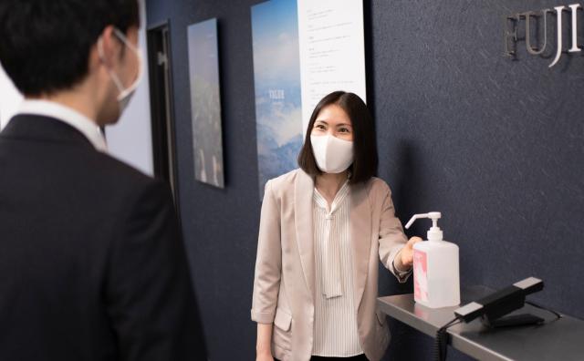 マスク着用とアルコール消毒の徹底。